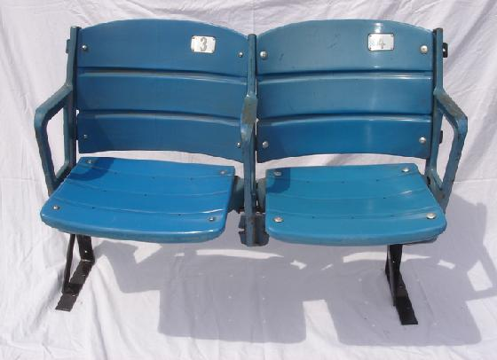 New York Yankee Stadium dual plastic seats # 3 & # 4 removed from the stadium in December 2000 and comes with a certificate of authenticity